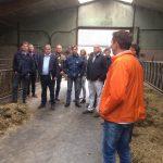 melkveehouders en erfbetreders op bezoeken stal Oskam